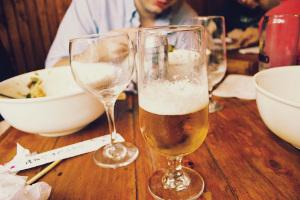 Jakie piwo dobrać do posiłku [fot. Pixabay]