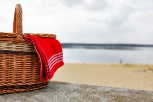 Jakie przekąski i posiłki zabrać ze sobą do plecaka w góry lub do torby plażowej? [Fot. magdal3na - Fotolia.com]
