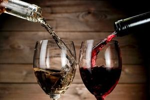 Jakie wino do obiadu? [© misaleva - Fotolia.com]