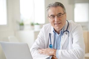 Jeden lekarz przez dłuższy czas - to zwiększa szanse na dłuższe życie [Fot. goodluz - Fotolia.com]