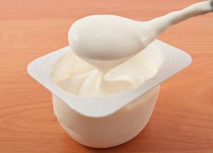 Jedz jogurt na dobry dzień [© ksena32@ukrpost.ua - Fotolia.com]
