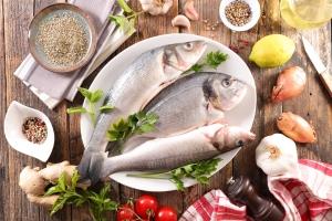 Jedz ryby. Przedłużysz sobie życie [Fot. M.studio - Fotolia.com]