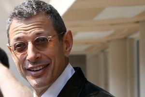 Jeff Goldblum zaręczony z kobietą młodszą od siebie o trzy dekady [Jeff Goldblun fot. gdcgraphics, CC BY 2.0, Wikimedia Commons]