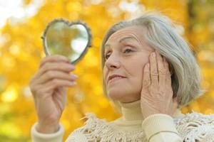 Jesienna regeneracja skóry suchej, wrażliwej i trądzikowej [© aletia2011 - Fotolia.com, Jesień i uroda]