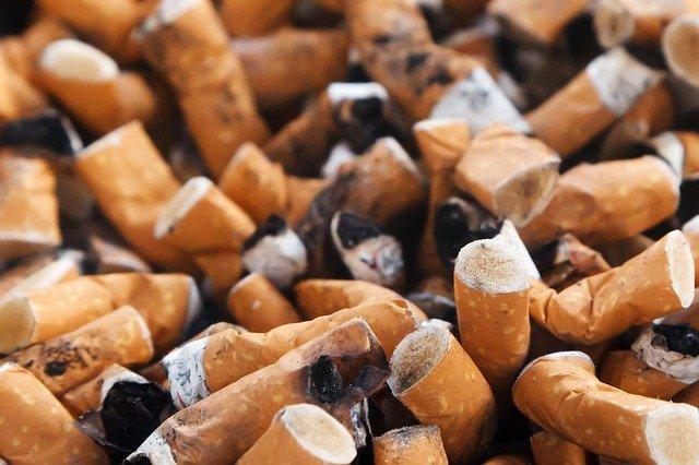 Jeśli babcia paliła papierosy, wnuk jest narażony na astmę [fot. PublicDomainPictures from Pixabay]