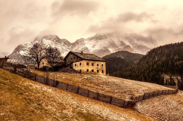 Jeśli chcesz żyć dłużej, musisz zamieszkać w górach... [fot. David Mark from Pixabay]