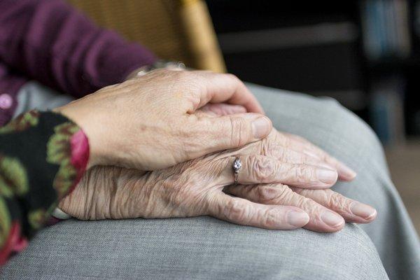 Jesteś opiekunem bliskiej osoby? Zatroszcz się też o siebie: 6 porad [fot.  Sabine van Erp z Pixabay]