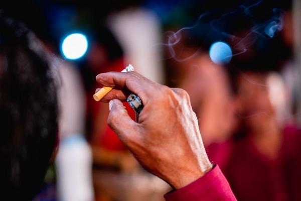 Jesteś po operacji i palisz papierosy? Grożą ci poważne komplikacje [fot. Worawit Duangchomphu from Pixabay]
