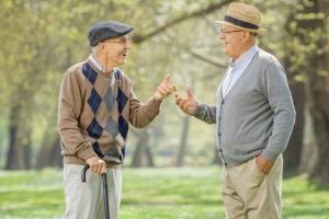 Już 10 minut rozmowy dziennie daje korzyści pacjentom z demencją [Fot. Ljupco Smokovski - Fotolia.com]
