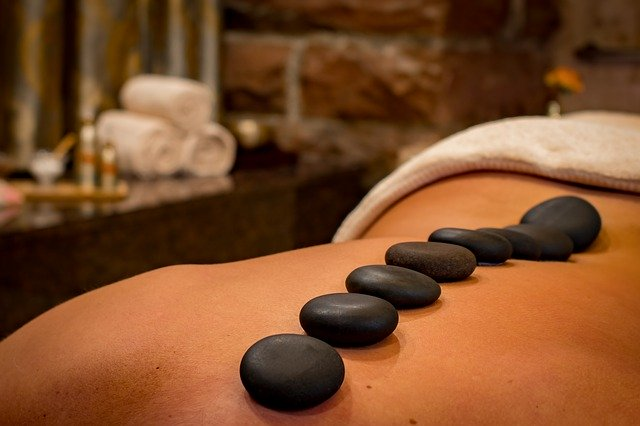 Już 10-minutowy masaż skutecznie zmniejsza stres [fot. Social Butterfly from Pixabay]