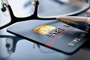 Karta kredytowa: kosztowny pieniądz [© svort - Fotolia.com]