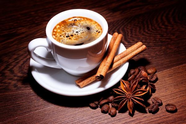 Kawa pomaga rozwiązywać problemy, choć nie zwiększa kreatywności [fot. katie175 z Pixabay]