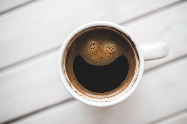 Kawa w dużych ilościach może zmniejszyć ryzyko kamieni żółciowych [fot. Karolina Grabowska z Pixabay]