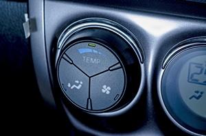 Klimatyzacja w samochodzie. Nie popełniaj tych błędów! [© pakpong pongatichat - Fotolia.com]
