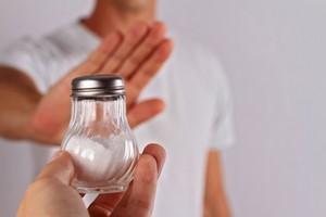 Kłopotliwe nocne wstawanie do łazienki? Ogranicz sól, by zmniejszyć problem [© glisic_albina - Fotolia.com]