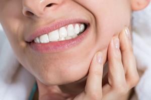 """""""Kobiece sprawy"""", a zdrowie jamy ustnej. Fakty i mity [©  Andrey Popov - Fotolia.com]"""