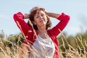 Kobieta jak wino... Dlaczego dojrzałe panie są wspaniałe  [© STUDIO GRAND OUEST - Fotolia.com]