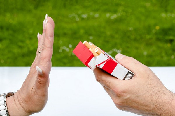 Kobietom trudniej jest rzucić palenie [fot.  Myriam Zilles z Pixabay]