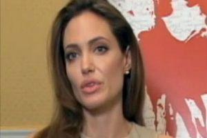 """Kobiety chętniej badają piersi - """"efekt Angeliny Jolie""""? [Angelina Jolie, fot. Alex Villarreal, PD]"""