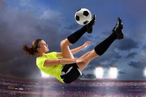 Kobiety z nadciśnieniem powinny grać w... piłkę nożną [© Gino Santa Maria - Fotolia.com]