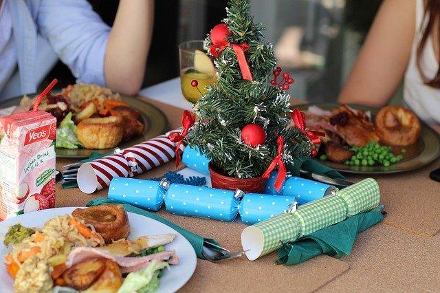 Kompulsywne jedzenie i okres świąteczny to zwykle dodatkowe kilogramy [fot. vivienviv0 from Pixabay]