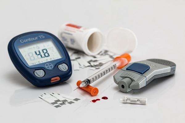 Kontrola cukrzycy - zbyt intensywne leczenie szkodzi [fot. Steve Buissinne z Pixabay]