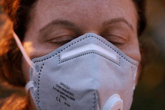 Koronawirus: maski niezbędne, by uchronić się przed zakażeniem [fot.  Orna Wachman z Pixabay]