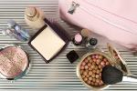 Kosmetyczka na zimowy wyjazd [© Sunny_baby - Fotolia.com]