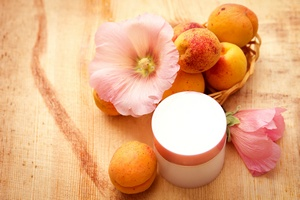 Kosmetyki do peelingu: fakty i mity [©  maryviolet - Fotolia.com]