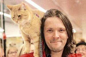 Kot Bob - najsłynniejszy kot Wielkiej Brytanii doczeka się swojego filmu [James Bowen i kot Bob, fot. www.facebook.com/StreetCatBob]
