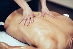 Kriokomora i masaż: rehabilitacja dla mężczyzn [Fot. Microgen - Fotolia.com]
