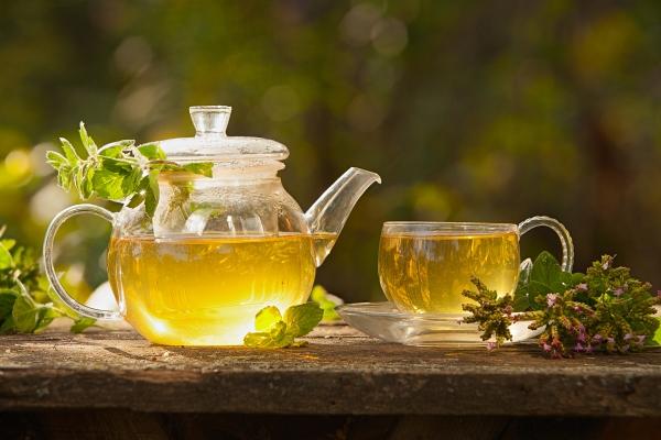Krótki przewodnik po zielonej herbacie [Fot. solstizia - Fotolia.com]