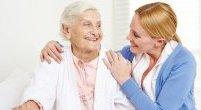 Kto zajmuje się starszymi rodzicami? Głównie córki