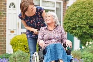 Kto zajmuje się starszymi rodzicami? Głównie córki [© highwaystarz - Fotolia.com]