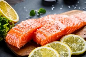 Kwasy omega-3 pomagają zdrowo się starzeć. Jeśli pochodzą z owoców morza i ryb [Fot. Jacek Chabraszewski - Fotolia.com]