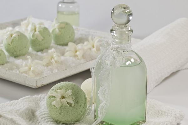Ładny zapach kosmetyków może oznaczać zagrożenie dla zdrowia? [fot.  gefrorene_wand z Pixabay]