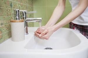 Łazienka. Siedlisko zagrożeń dla skóry [© nikodash - Fotolia.com]