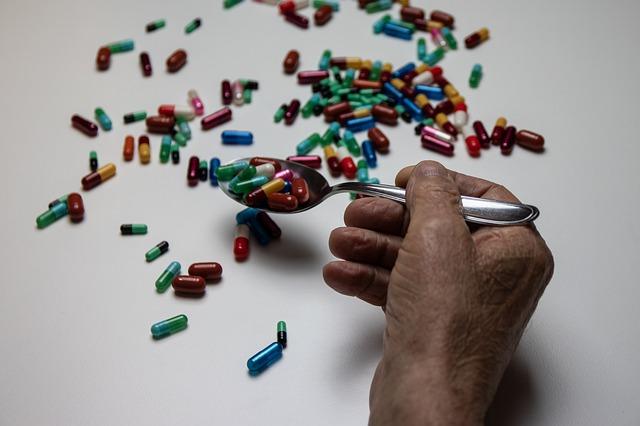 Leki mogą osłabiać zdolność do uzyskania orgazmu u mężczyzn [fot. ElisaRiva from Pixabay]