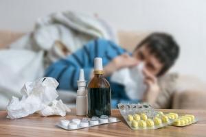 Leki na przeziębienie. Co wchodzi w skład popularnych saszetek, tabletek i kapsułek? [Fot. vchalup - Fotolia.com]