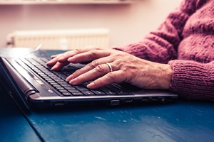 Lepsze starzenie się z Internetem - jakość życia a kontakt z innymi [© LoloStock - Fotolia.com]