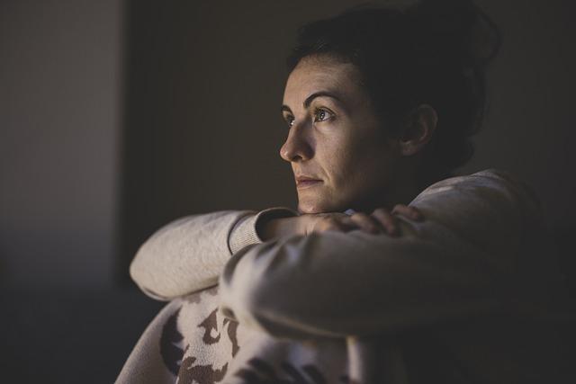 Ludzie o niskim poczuciu własnej wartości pozostają w nieszczęśliwych związkach [fot. Engin Akyurt from Pixabay]