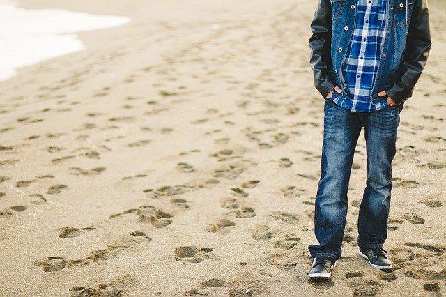 Ludzie po udarze powinni spacerować. To poprawia przeżywalność [fot. Pexels z Pixabay]