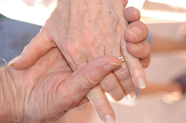 Ludzie pozostający w małżeństwie odczuwają mniej stresu [fot. Michelle Scott from Pixabay]
