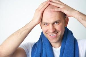 Łysienie to nie tylko defekt kosmetyczny [© yanlev - Fotolia.com]