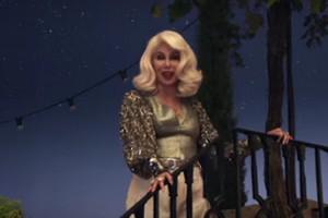 """Mamma Mia! Here We Go Again"": Cher śpiewa ""Fernando"" [Cher, fot. kadr z filmu Mamma Mia! Here We Go Again]"