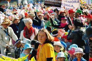 Marsz Kapeluszy otworzył Dni Seniora 2016 [fot. WCS]