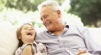 Masz nieśmiałgo wnuka? Oto, jak możesz mu pomóc