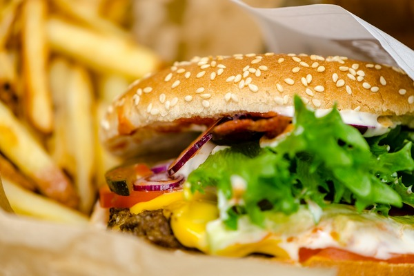Masz w pobliżu bary fast food? Tym gorzej dla twojego zdrowia [fot. Maarit Ignatius-Kuittinen z Pixabay]