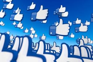 Media społecznościowe dla seniorów - coraz więcej starszych korzysta  z Facebooka czy Twittera [© nanomanpro - Fotolia.com]