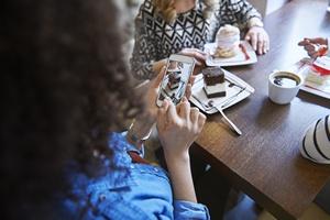 Media społecznościowe nie zastąpią prawdziwej rozmowy  [© gpointstudio - Fotolia.com]